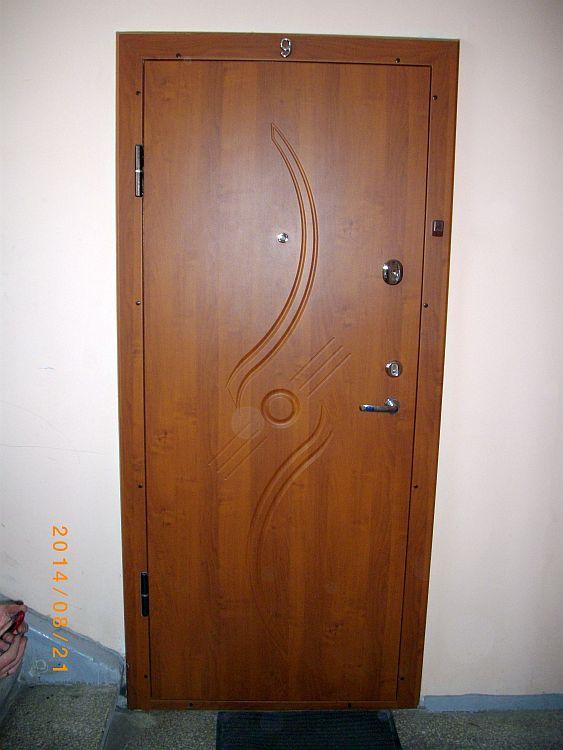 2 Durys sarvuotos