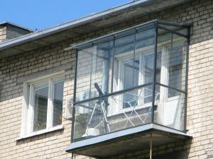 Nr.8 - Balkono stiklinimas aliuminio profiliais su stogeliu